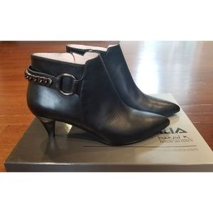 NWT Aquatalia Stacey Anil Black Booties